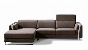 Brown xavier sectional sofa zuri furniture for Xavier sectional sofa