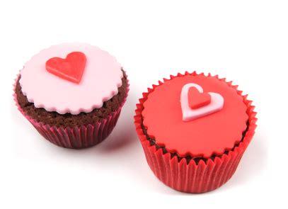 cupcake pate a sucre r 233 aliser une p 226 te 224 sucre pour les cupcakes pratique fr