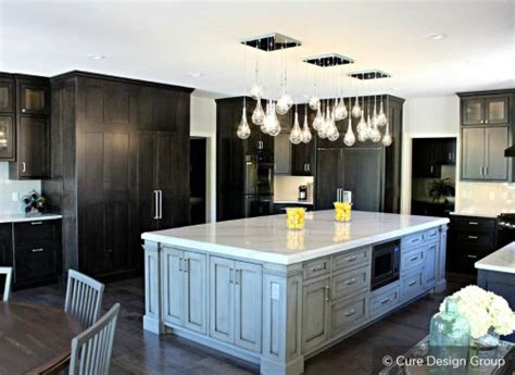 two tone kitchen cabinets to inspire your next redesign 570 two tone kitchen cabinets 20