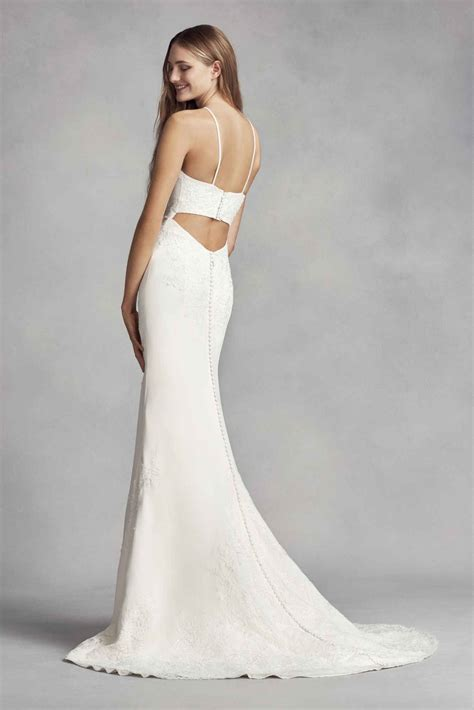 Elegant Halter Neck Long Sheath Lace Appliqued White By
