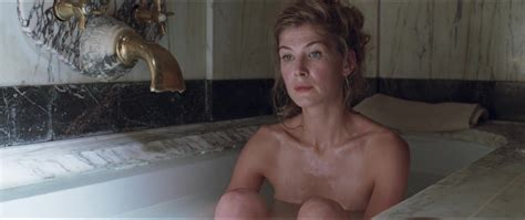 Rosamund Pike Desnuda En The Man With The Iron Heart