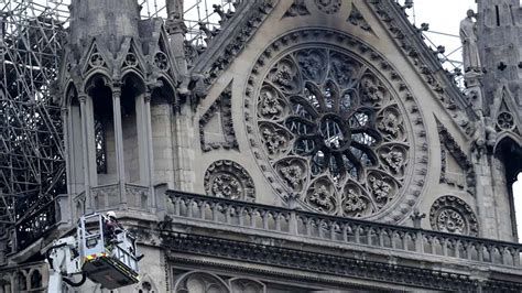 notre dame  paris papst ermutigt zum wiederaufbau
