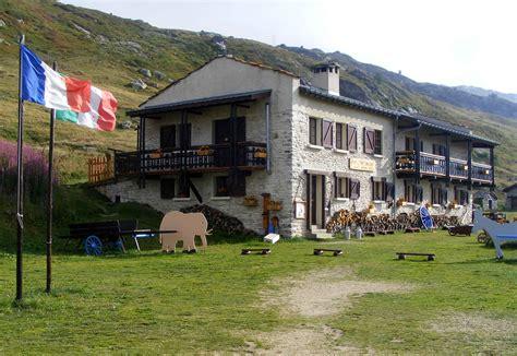 refuge du petit mont cenis file refuge petit mont cenis jpg wikimedia commons