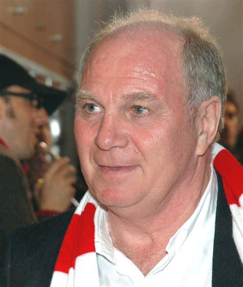 Orta saha ve forvet pozisyonlarında oynayan hoeneß, eski bayern münih başkanıdır. Uli Hoeneß - Wikipedia