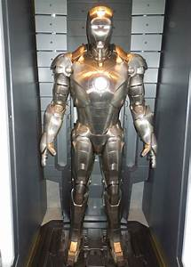 Hollywood Movie Costumes and Props: Iron Man 3 Hall of ...