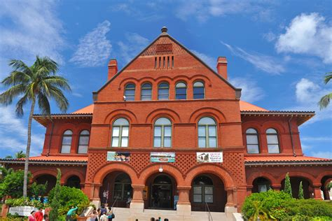 reasons to visit key west by old town trolley