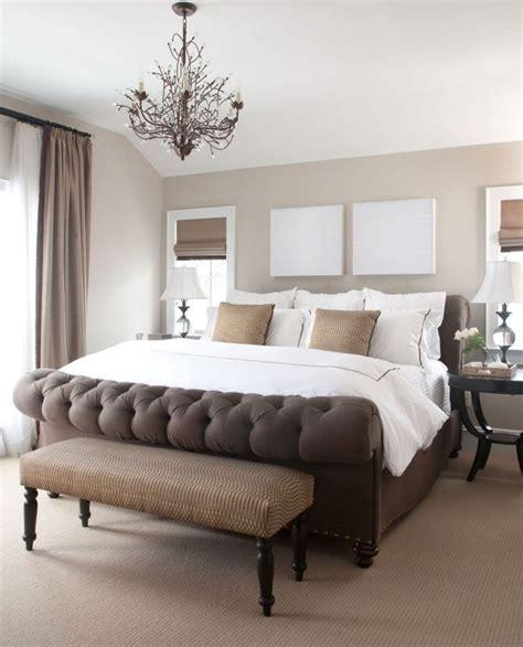 chambre taupe et blanc chambre taupe lit capitonné en velours marron et cadres