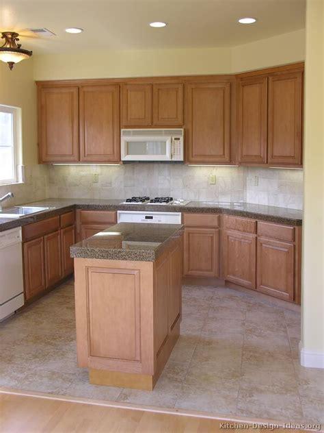traditional light wood kitchen cabinets  kitchen