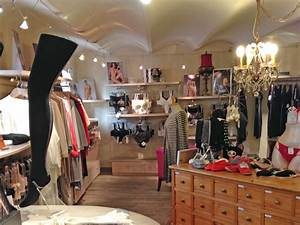Meuble Pour Vetement : magasin de sous vetement femme mode en image ~ Teatrodelosmanantiales.com Idées de Décoration