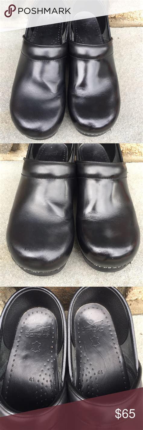 dansko black leather clogs size  leather clogs black