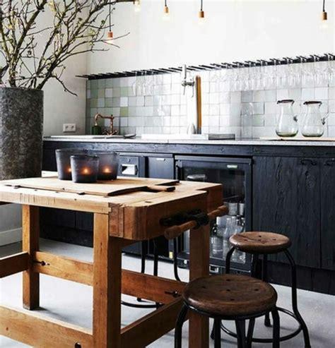 cuisine noir plan de travail bois cuisine industrielle l 39 élégance brute en 82 photos