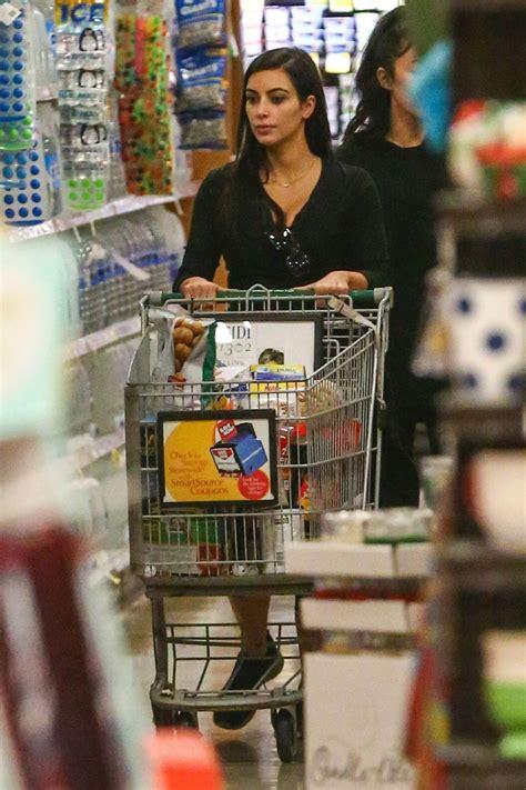 kim kardashian shopping grocery  ralphs  calabasas