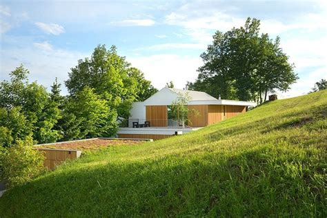 15 Contemporary Homes On A Hill You'll Want To Live In