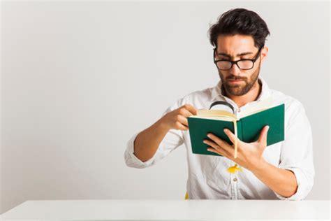 Resensi adalah sebuah tulisan yang didalamnya berisi tentang ulasan dari suatu buku. Contoh Resensi Buku Fiksi dan Non Fiksi
