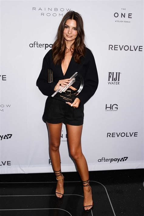 Emily Ratajkowski Attends 2020 Daily Front Row Fashion ...