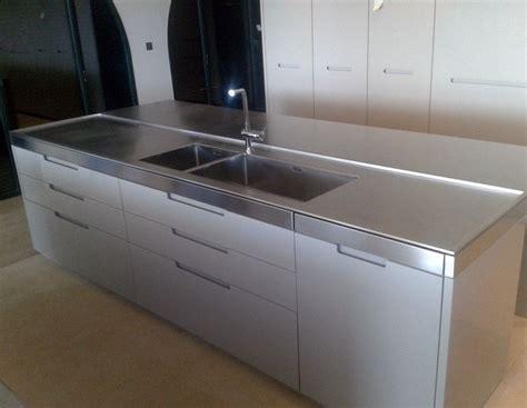 cuisines design haut de gamme plan de travail en inox pour cuisine plan de travail inox