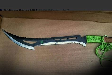 warning  huge zombie killer knives   status