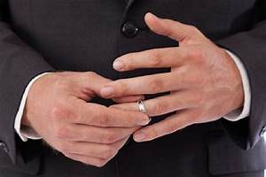 small ring finger size may mean men have a better chance With male wedding ring finger