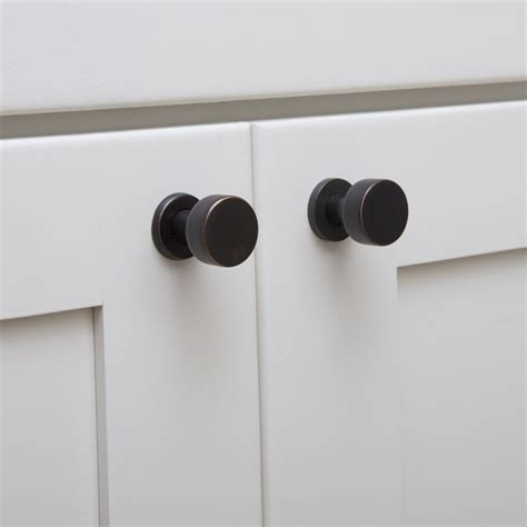 black kitchen cabinet knobs 14 best knobs and pulls for white kitchen cabinets