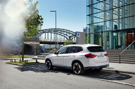 Hold off buying your new premium mid-size SUV: These are ...