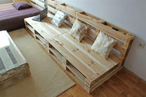 canapé avec des palettes divan en palette de bois maison design sphena com