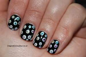 Short black nails and white nail art