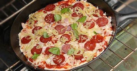 Adonan kulit pizza, homemade pizza dough, pizza crust, cara membuat kulit pizza yang empuk, homemade pizza, how to make. Resep Pizza Teflon Untuk Pemula Dengan Rasa Empuk dan Lembut