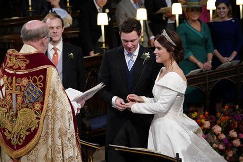 queen elizabeths granddaughter marries  grand royal