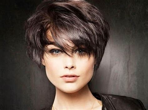 20 Unbeatable Short Hairstyles For Long Faces [2017]