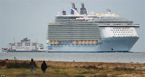 Oasis Of The Seas Worldu0026#39;s Largest Cruise Ship Squeezes Under Danish Bridge Before Sailing Into ...