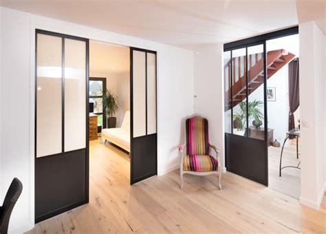 renover porte de placard cuisine portes coulissantes style atelier sur mesure