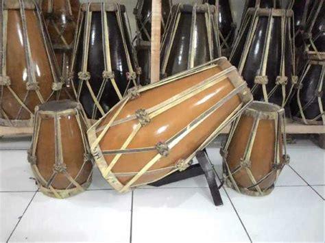 Ketika digoyangkan, tamborin menghasilkan suara gemerincing, yang dipadukan dengan suara tabuhan pada bagian tengah instrument. Alat Musik Yang Dimainkan Dengan Cara Ditiup Disebut - Carles Pen