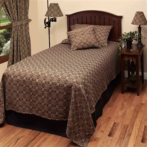 Black Quilts And Coverlets by 17 Images About Linens On The