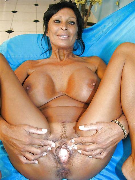 Busty Sexy Mature Big Tits French Hot Milf 26 Pics
