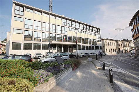 Ufficio Immigrazione Vicenza Tangenti Per Regolarizzare Cinesi Arrestato Funzionario