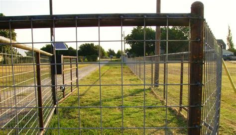 Utility Fence Welded To Metal Posts