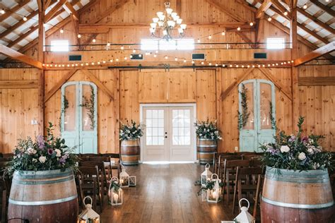 Barn Wedding Ceremony : Northern Virginia Barn Wedding Venue