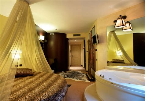 hotel con vasca suite a tema con vasca per due a vista