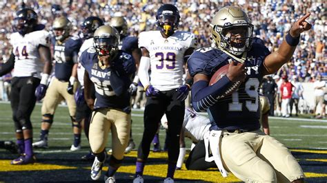 navy qb keenan reynolds  running     record