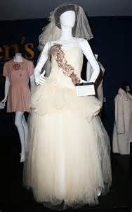 madonna wedding dress madonna 39 s penn wedding dress sells for more than u s median annual income billboard