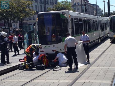 chambre des commerces nantes nantes une femme coincée sous un tramway à l 39 arrêt