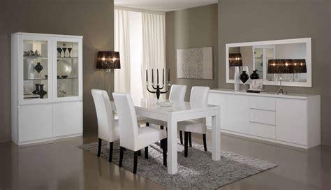 salle a manger moderne avec table ronde