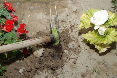 tools garden clean rusty ploegen tea steps