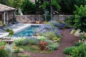 cour interieure avec jardin mediterraneen et piscine With amenagement petit jardin mediterraneen