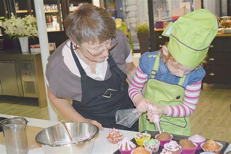 atelier de cuisine pour enfants la cuisine un jeu pour parents et enfants la croix