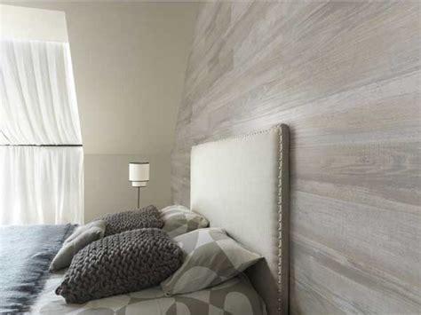 chambre en lambris bois lambris pvc imitation bois gris dans chambre adulte
