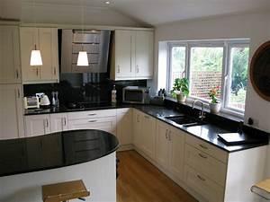 Kitchens london london kitchen designer for Centre kitchen design in london