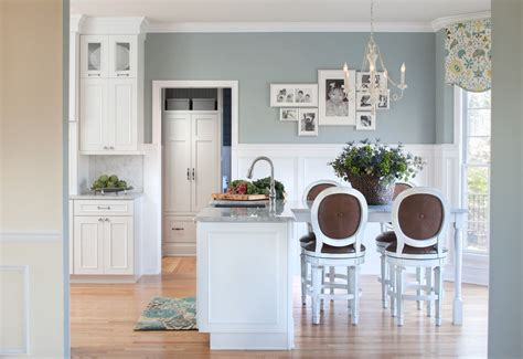 valspar paint colors for a traditional living room with a