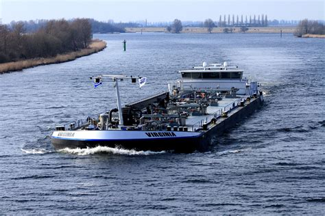 Rijn En Binnenvaart by Binnenvaart Margetson Van T Zelfde Co