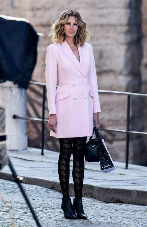 Julia Roberts looks pretty in pink as she is spotted ...